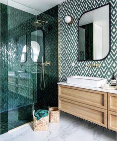 Latest Bathroom Tiles, Small Bathroom Tiles, Loft Bathroom, Tiled Bathrooms, Bathroom Green, Small Bathrooms, Chevron Bathroom, Green Bathrooms Designs, Casa Loft