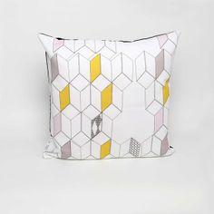Kissen 'Dimensions', geometrische Formen, Pastellfarben // cushion, geometric, pastel by Studio Lilesadi via DaWanda.com