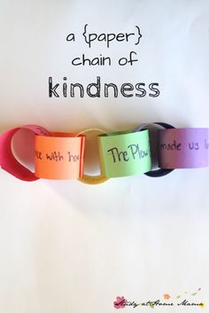 A (Paper) Chain of Kindness ⋆ Sugar, Spice and Glitter I was trying to figure out a way for the kids to start acknowledging each other's kind choices. I wanted them to start seeking the good in each other and, by acknowledging it, encourage more kind acts in turn.
