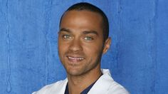 """Dans """"Grey's anatomy"""", Dr Jackson Avery, played by Jesse Williams. Greys Anatomy, Grey's Anatomy Season 11, Jessie Williams, Jackson Avery, Show, Freckles, Ny Times, Tv, Blue Eyes"""