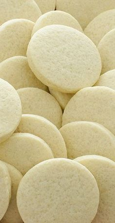 This Basic Sugar Cookie recipe is a classic, and my favorite go-to dessert. These cookies go well with Nutella, frosting, and pretty much everything else! Basic Cookies, Sugar Cookie Recipe Easy, Soft Sugar Cookies, Kinds Of Cookies, Easy Cookie Recipes, Biscuit Recipe, Recipe Cup, Jar Recipes, Dough Recipe