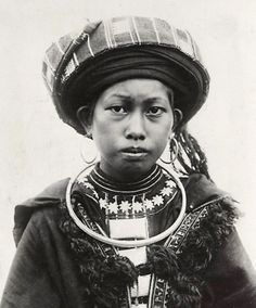 Indochine | Man Coc women. Babe, Bac Kan Province, Tonkin.  ca 1919/1926 | ©René Têtard