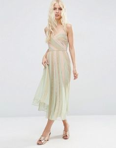 Vestido estilo camisola entallado y con vuelo a media pierna en tonos pastel de ASOS