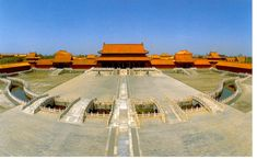 Forbidden City                             金水河,俗稱玉河、御河或護城河;又因形似玉帶,稱為玉帶河。元代馬祖常有《玉河詩》曰:                       御溝春水曉潺潺,直似長虹曲似環。 流入宫城才咫尺,便分天上與人間。
