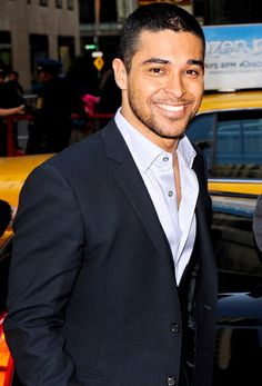Wilmer Valderram es un novio de Demi Lavato. El es un actor, cantante y productor. El es colombiano y venezolano