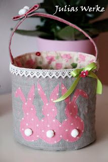Julias Werke: Anleitung - Osterkörbchen Happy Easter, Easter Bunny, Craft Stick Crafts, Diy And Crafts, Diy Ostern, Easter Crafts For Kids, Easter Baskets, Holidays And Events, Handmade Rugs