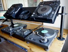 IKEA Hackers: Ikea shoe rack transformed into DJ-furniture