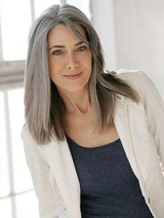 Manon Crespi-love this haircut! Grey Hair Don't Care, Long Gray Hair, Silver Grey Hair, Grey Hair Inspiration, Salt And Pepper Hair, Great Hair, Hair Today, Hair Lengths, Hair Color