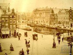 Amsterdam Rokin en Sophiaplein. Aan de overzijde de Oude Turfmarkt met de Nederlandse Bank.