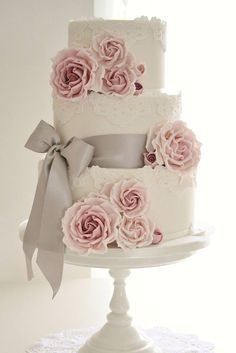 24 Beautiful Wedding Cakes Photos Gallery ❤ See more: http://www.weddingforward.com/beautiful-wedding-cakes-photos/ #wedding #bride