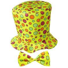 Hoge fun hoed geel met strik. Gele hoge hoed met stippen, inclusief bijpassende strik. Deze hoge hoed is geschikt voor volwassenen en past perfect bij een carnavals- of verkleedfeestje! De hoed heeft een vrolijke uitstraling dankzij de gekleurde stippen.