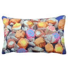 カラフルなタフィーキャンデーのプリントの枕 クッション