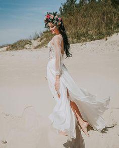 #bohostyle #bohemian #bohemianstyle #bohemianweddingdress #boho #bohostyle #bohofashion #wed #wedding #weddingphotography #weddingdress #weddingmakeup #bride #bridestyle #beach #sand #nature #beauty #beautiful  #love #nikon #photo #photoshoot #photography #photographer #photooftheday #makeup #flowers #sigma35mmart #lithuania #lietuva http://gelinshop.com/ipost/1525621476433149363/?code=BUsGKZUgT2z