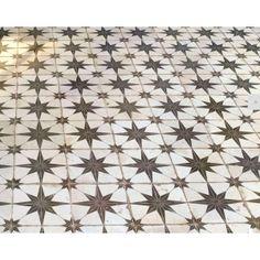 carrelage star grès noir blanc - Recherche Google Love Ceramic, Catalog, Quilts, Stars, Recherche Google, Home Decor, Black People, Home, Decoration Home