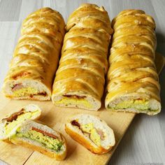 Fylte flettebrød med eggerøre, tre varianter