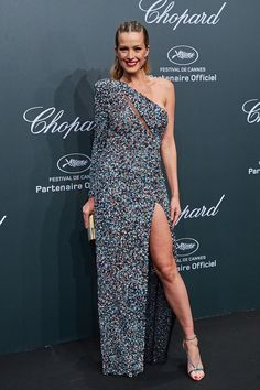 Cannes Film Festival 2017: The Most Beautiful Red Carpet Gowns ➤ To see more news about fashion visit us at www.fashiondesignweeks.com #fashiontrends  #fashiontips #celebritystyle #elisabethmoments #fashiondesigners @fashiondesignweeks @elisabethmoments