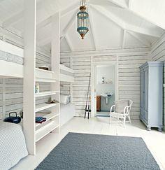 Beautiful coastal bunk rooms with seaside touches. Coastal beach house bunk rooms with nautical style. Bunk Beds Built In, Kids Bunk Beds, Bunk Rooms, Attic Rooms, Beach Cottage Style, Beach House Decor, Coastal Style, Coastal Cottage, Seaside Style