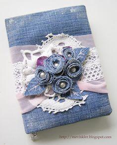 Recycled Denim Made Into A Decorative Mini Album Artisanats Denim, Denim And Lace, Denim Fabric, Jean Crafts, Denim Crafts, Fabric Crafts, Sewing Crafts, Sewing Projects, Denim Flowers