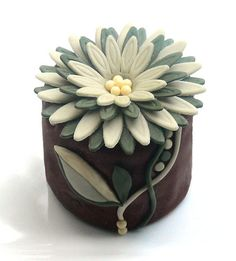Art Nouveaux mini cake.  Love how the flower covers the whole top and the stem winds down the side.