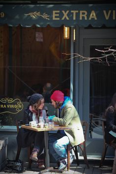 Romantic scene in the West Village (www.hitherandthither.net--Aron Bruhn)