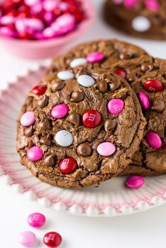 YUM! These thick and fudgy Chocolate M&M Cookies are perfect for Valentine's Day! Cookie Desserts, Sweet Desserts, Just Desserts, Sweet Recipes, Cookie Recipes, Delicious Desserts, Dessert Recipes, Yummy Food, Cookie Favors