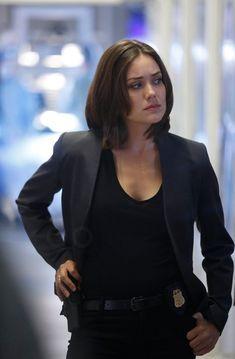 Elizabeth Keen in The Blacklist S02E03