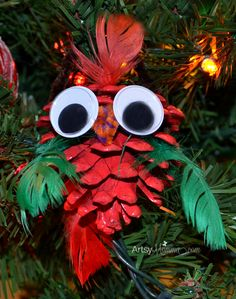 Aren't pinecone ornaments the cutest? Here's a festive bird ornaments we made!