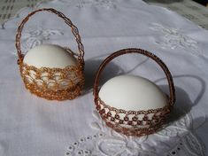 A drátky Egg Designs, Egg Decorating, Miniature Furniture, Metal Crafts, Wire Wrapped Jewelry, Metal Art, Wire Wrapping, Easter Eggs, Stuff To Do