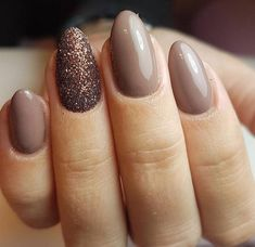 Love the soft neutral polish and glittery accent nail.