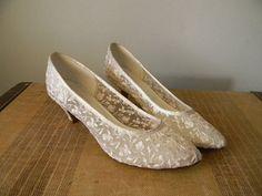 Vintage White Lace Wedding or Prom Shoes Sz 6 by TheShingledBarn, $14.00