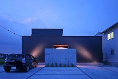 シカクノイエ 株式会社旺建 香川県K様邸 Spectacular garden lighting by lighting professionals. Enjoy a dramatic, romantic, even mysterious scene comparing to a day time.