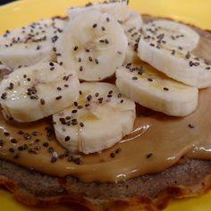 panqueca de pasta de amendoim com banana