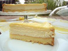 Lemon Cheesecake ist ein gebackener Käsekuchen mit einem Topping aus Lemoncurd, was ihn so wunderbar saftig und erfrischend macht.
