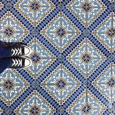✨Regram @martaaam #ihavethisthingwithfloors #blue #tiles #allstars