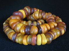 Real antique phossilized resin amber beads.   Scarce and highly valued in Africa, Middle and Far East, China…  Weight: 237 grams.  Bead measures: from ø 12 to 29 mm.  Strand measures: 21 cm. / 32 inches.
