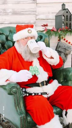 We have a day of Santa Sessions! November 7 30 minute spots * BYOP - bring your own photographer SW Calgary AHS regulations adhered Groups of up to 6 #orangetrunkvintagerentals #vintageyyc #vintage #santasessions #santaclaus #vintageindustrial #loveislove #vintageholidayrentals #vintagestyle #yycvintage #yycevents #yycchristmas #calgaryrentals #calgaryvintage #canadianchristmas #calgarychristmasrentals Holiday Photos, Christmas Photos, Holiday Fun, Christmas Holidays, Holiday Decor, Happy Holidays, Merry Christmas, Canadian Christmas, Christmas Settings