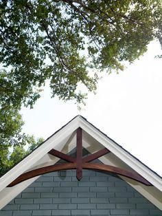31 Curb Appeal Tips We Learned From Fixer Upper - Home Decoration Ideas Best Exterior Paint, Exterior Paint Colors For House, Exterior Colors, Exterior Design, Brick Design, Craftsman Exterior, Exterior Siding, Exterior Remodel, Diy Exterior