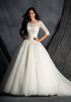 Tulle ball gown with sweetheart neckline, embroidered lace details, and beaded embellishments I Style: 2491 I The Alfred Angelo Collection I http://knot.ly/6491BxU4l