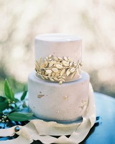 @weddingsparrow Cake by @beverlysbakery
