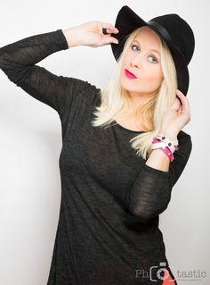 Ich möchte meinen Blog gleich mal mit einem kleinen Shooting starten. ;-) Ich bin ich!! Ganz einfach :-D Ich finde wenn man sich selbst treu ist, macht es das Leben auch viel einfacher. Sei du selb… Fashion Ideas, Turtle Neck, Sweaters, Blog, Photo Shoot, Life, Simple, Pullover, Sweater