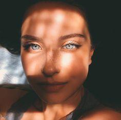 Awesome Self Portrait by Katya Mirо Gorgeous Eyes, Pretty Eyes, Cool Eyes, Pretty People, Beautiful People, Hazel Eyes, Girl Next Door, Tumblr Girls, Female Portrait