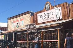 10 quirky towns on Route 66 you shouldn't miss! - Lost In Landmarks Driving Route 66, Route 66 Road Trip, Travel Route, Road Trips, Eagles Songs, Vintage Diner, Small Town America, Historic Route 66, Old Gas Stations