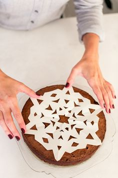How to make Lauren Conrad's snowflake sugar cake