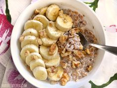 Oatmeal isn& the only grain that is great for breakfast! Take leftover cooked farro and turn it into this delicious Banana Nut Breakfast Farro bowl. Clean Eating Breakfast, Breakfast On The Go, Breakfast Bowls, Breakfast Recipes, Dessert Recipes, Breakfast Ideas, Vegetarian Breakfast, Farro Recipes, Cooker Recipes