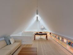 Gallery house in the dune forest - library gallery modern study by Möhring architekten modern Attic Office, Home Office Space, Home Office Design, Attic Bedrooms, Attic Master Bedroom, Loft Design, House Design, Modern Home Offices, Loft Room