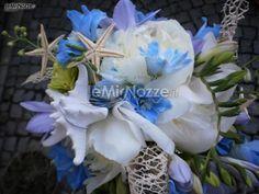 http://www.lemienozze.it/gallerie/foto-fiori-e-allestimenti-matrimonio/img21953.html  Bouquet di fiori e conchiglie
