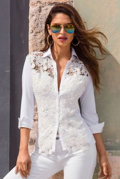 Lace Collared Top Our button front, white knit top gets a feminine touch from a scalloped floral lace overlay that teases to a peek-a-boo sweetheart neckline, a standup collar and long sleeves SEE DETAILS Collar Top, Lace Collar, White Collar, Blouse Styles, Blouse Designs, Hijab Fashion, Fashion Dresses, Cardigan Fashion, Modelos Fashion