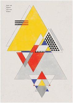 Visuele stijl 6 BAUHAUS Geometrische figuren symmetrisch geplaatst. Gekende blauw-geel-rood. 1 vlakke kleur