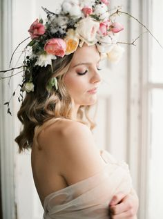 Romantic and elegant floral headpiece inspired by old world elegance paired with a minimalist romantic feel. Complete with vintage blush and blue accents, this feminine bridal photography is bound to inspire any modern bride. #modernbridalinspiration #minimalistbridalstyle #modernminimalistbride #vintageweddingphotography