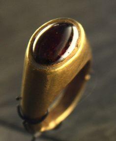 Gold Roman ring 100 A.D. Roman Jewelry, Gems Jewelry, Metal Jewelry, Jewelry Art, Antique Jewelry, Gemstone Jewelry, Jewlery, Jewelry Accessories, Byzantine Jewelry